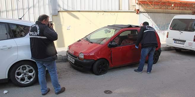 Bursa'da park halindeki aracın teybini çaldılar
