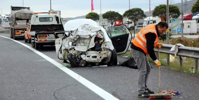 TIR, otomobile çarptı: 1 ölü, 3 yaralı