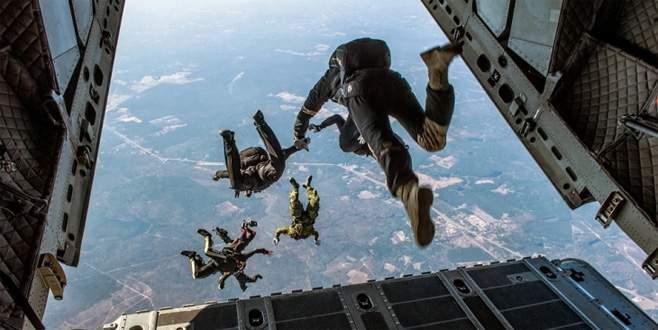 Paraşütçüler havada çarpıştı: 3 ölü