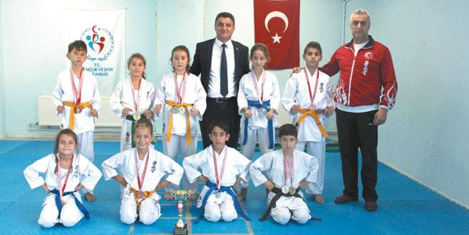 Kestelli karatecilerin başarısı