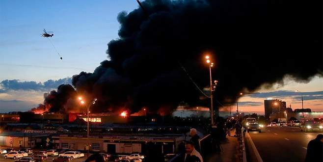 Moskova'da AVM'de yangın
