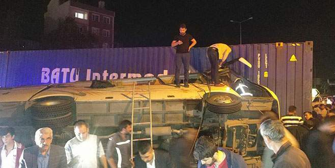 Kocaeli'de trafik kazası: 31 yaralı