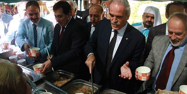 Vali Küçük ile Başkan Altepe'den vatandaşlara aşure ikramı