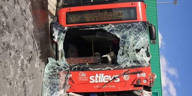 İstanbul'da otobüs devrildi: Çok sayıda yaralı var