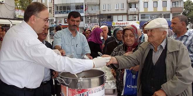 Mustafakemalpaşa'da üç bin kişiye aşure