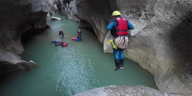 Bursalı dağcıların Köprülü ve Tazı Kanyonu geçişi komandoları aratmadı