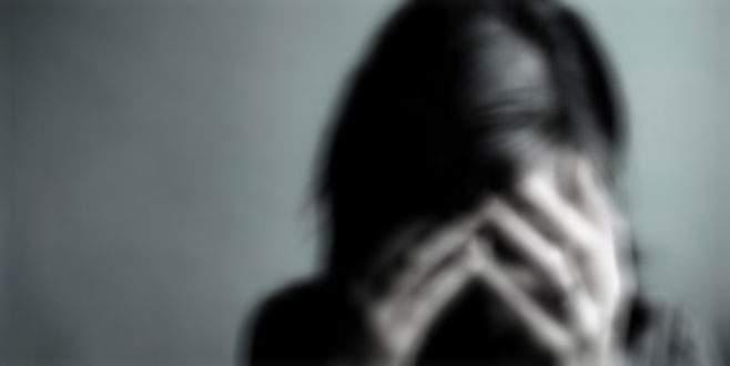 İş yerine bırakma bahanesiyle otomobile aldıkları kadına tecavüz ettiler
