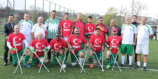 Bursa Ampute'den bayraklı kutlama