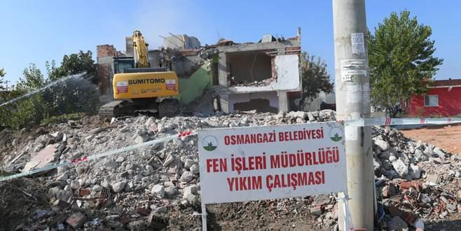 Kamulaştırılan binalar tek tek yıkıldı