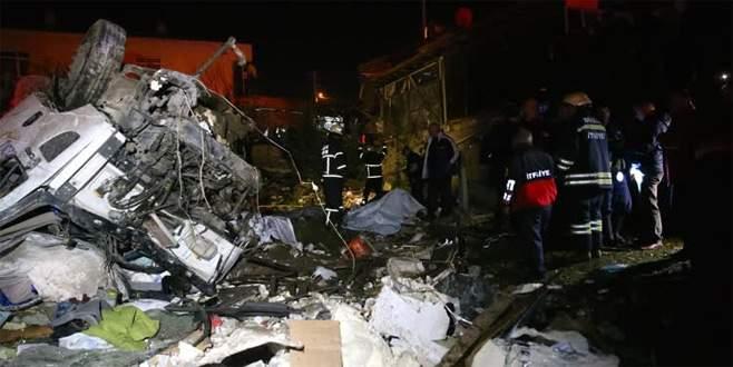 Tanker kahvehaneye girdi! Ortalık savaş alanına döndü: 2 ölü, 5 yaralı