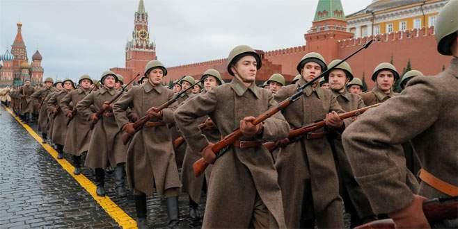 Devrimin 100. yılında Kızıl Meydan
