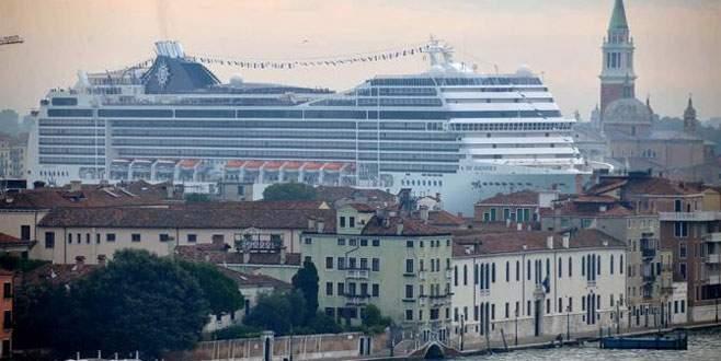 Venedik'e gemilerin girişi yasaklandı