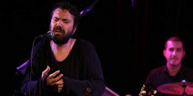 Halil Sezai konserinde şok! Bıçaklayıp kaçtı…