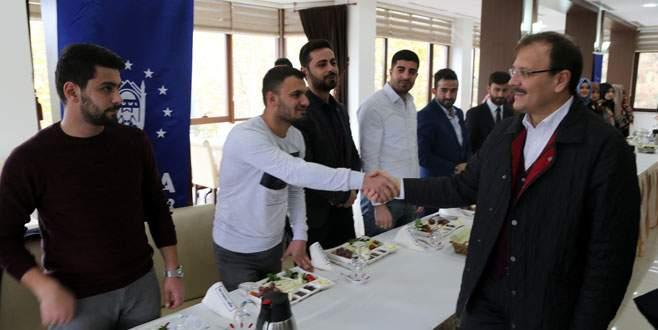 Çavuşoğlu AK Partili gençlerle buluştu