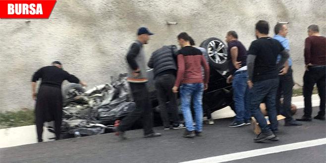 Otobanda takla attı, araçtan vatandaşlar çıkardı