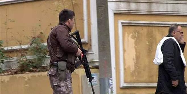 Polisin 'dur' ihtarına karşı silah çekti! Vurularak yakalandı
