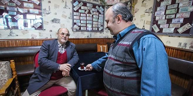 Bursa'daki bu kahveye gelenler şakalanıyor