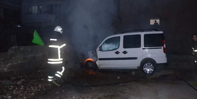 Bursa'da park halindeki araçta yangın