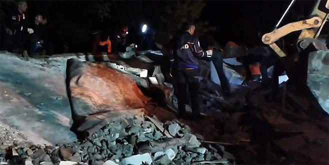 Yağış nedeniyle ev çöktü: 1 ölü, 6 yaralı