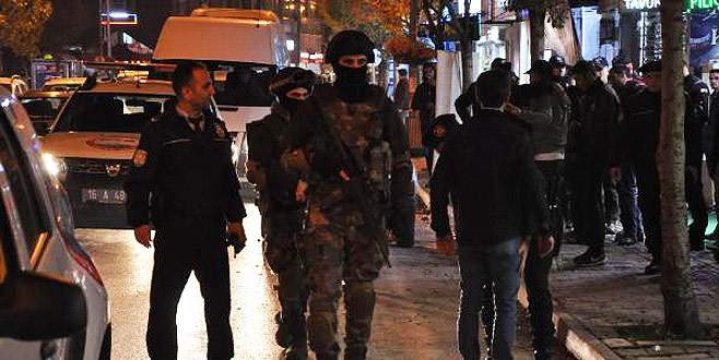 200 polisle operasyon! Araçlar ve kafeler didik didik arandı