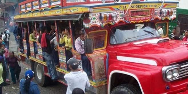 'Chiva' uçuruma yuvarlandı: 14 ölü