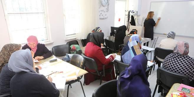 Kadınlara okuma ve yazma kursu