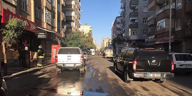 Otomobil, kontrol noktasında polise çarptı: 1 şehit