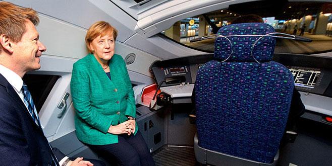 Hızlı tren testinde Merkel'e şok