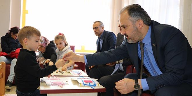 Aktaş'tan hasta çocuklara moral desteği