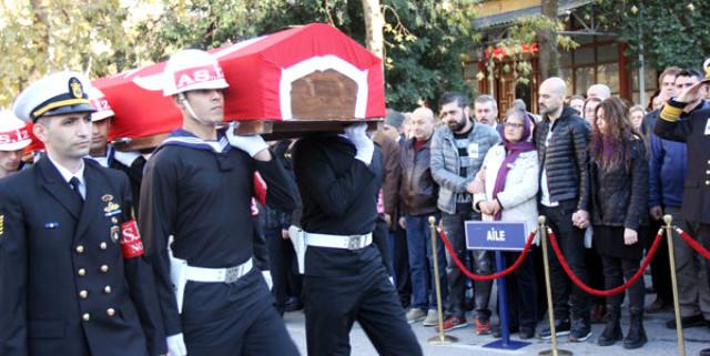 Ünlü şarkıcının gazi babası, askeri törenle uğurlandı