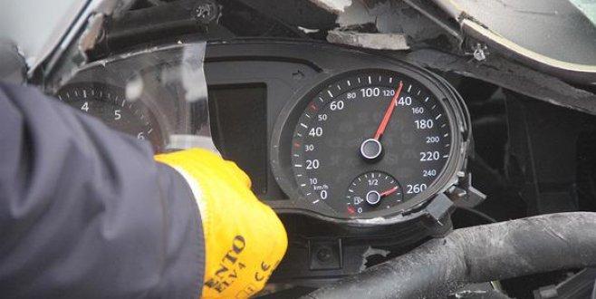 TEM'de korkunç kaza! 130 kilometre hızla çarptı