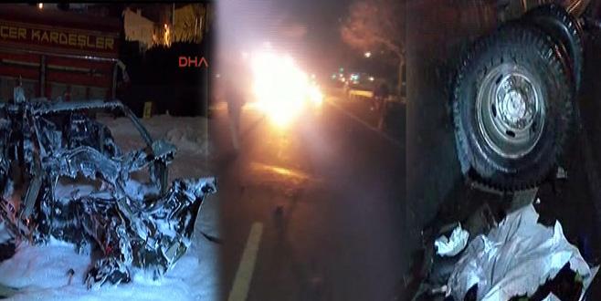 Feci kaza: Lüks araç alev topuna döndü