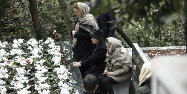 Berna Yılmaz oğlunun mezarı başında…