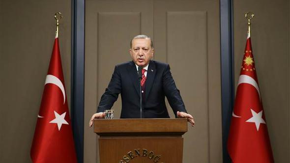 Cumhurbaşkanı Erdoğan'dan 'KHK' ve 'tek tip elbise' sorusuna cevap