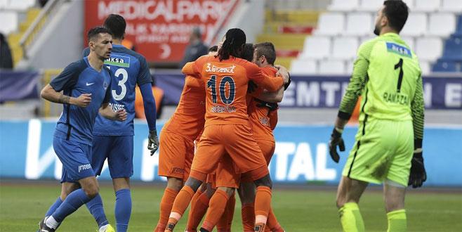 Süper Lig'de ilkyarının lideri Medipol Başakşehir