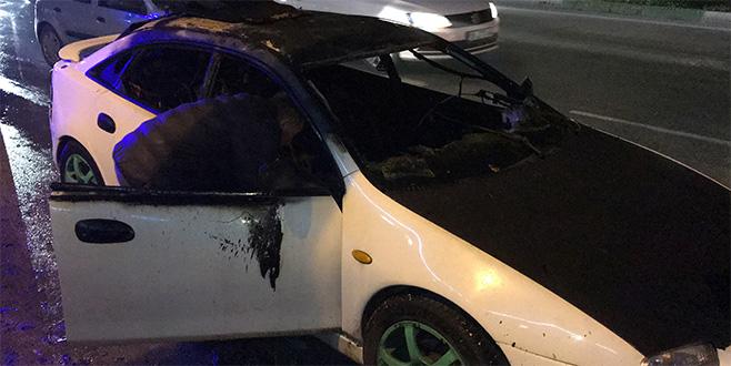 Trafikte canı sıkıldı, aracını yaktı