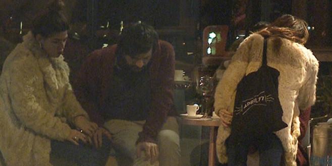 Ünlü oyuncu kocasını hasta yatağında bırakıp başka erkekle…