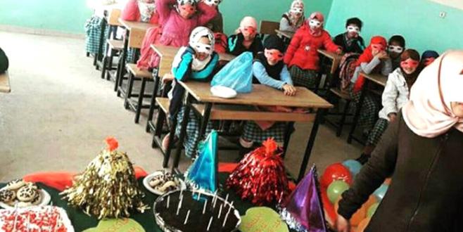 Kız öğrencilere 'kapanma partisi' düzenleyen öğretmene mahalleli sahip çıktı!