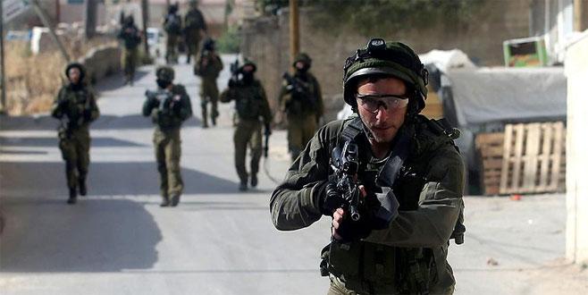 İsrail askerleri 10 Filistinliyi gözaltına aldı