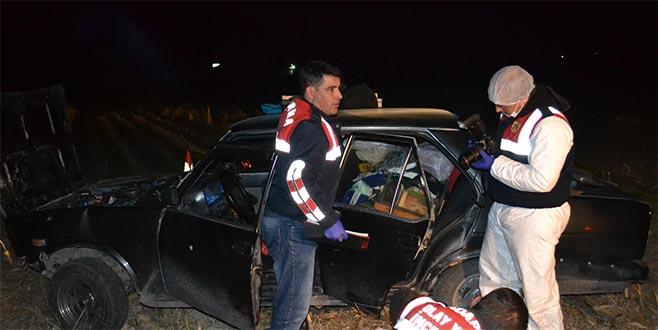 Seyir halindeki otomobile silahlı saldırı: 2 ölü