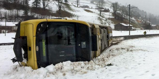 Kasırga treni raydan çıkardı