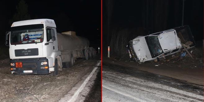 Tankerden yola dökülen asit kazaya neden oldu