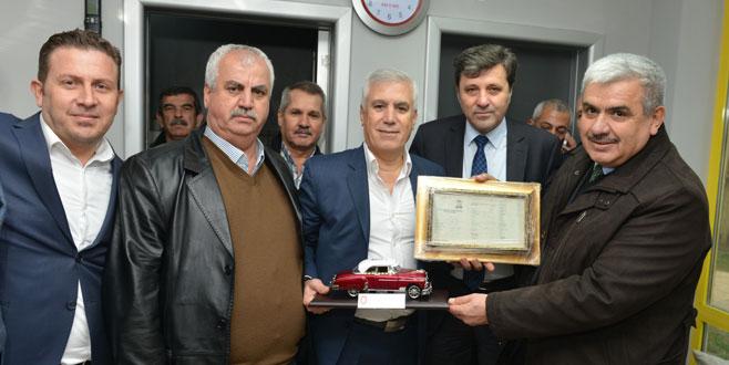 Mustafa Bozbey'i duygulandıran hediye