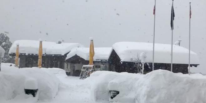 Kayak merkezinde 13 bin turist mahsur kaldı