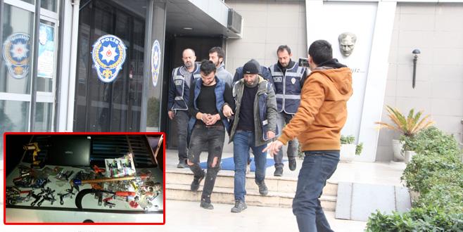3 hırsız önce kameraya, sonra polise yakalandı!
