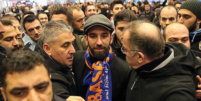 Arda Turan, Başakşehir için İstanbul'da