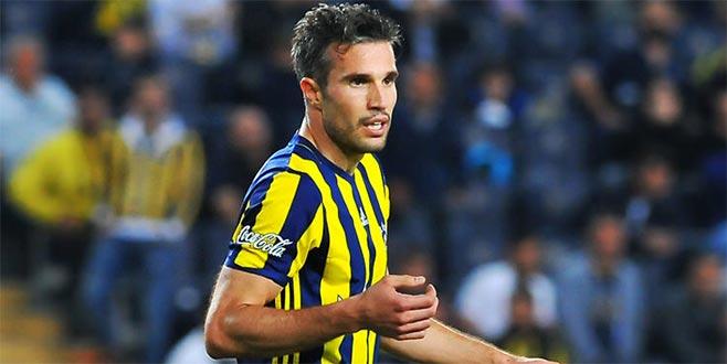 Fenerbahçe Robin van Persie'nin lisansını iptal etti
