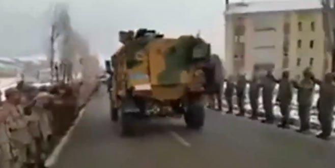 Komandoların Afrin'e dualarla uğurlandığı anlar! İşte bu şarkıyla gittiler…