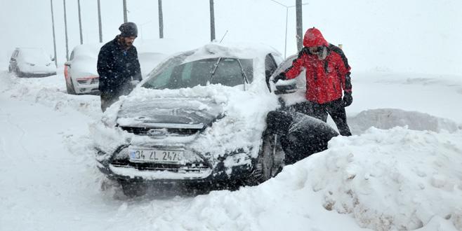 Uludağ yolu kapandı, vatandaşlar yolda kaldı