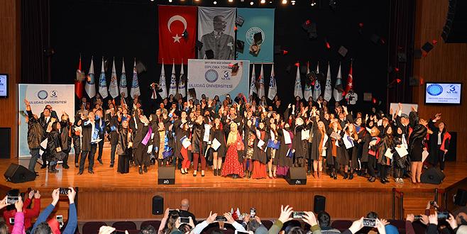 UÜ'de diploma heyecanı